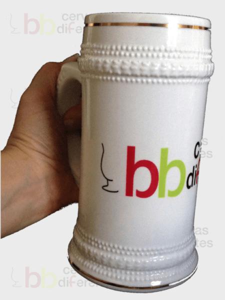 jarra-de-cerveza-grande-personalizada-en-mano_cervezas-diferentes